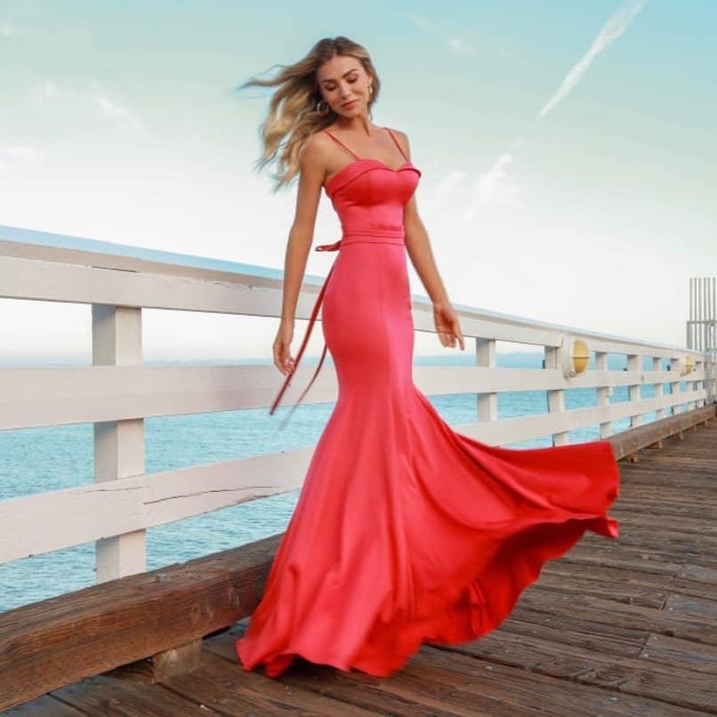 Vestido maravilhoso, disponível na cor bordo!!